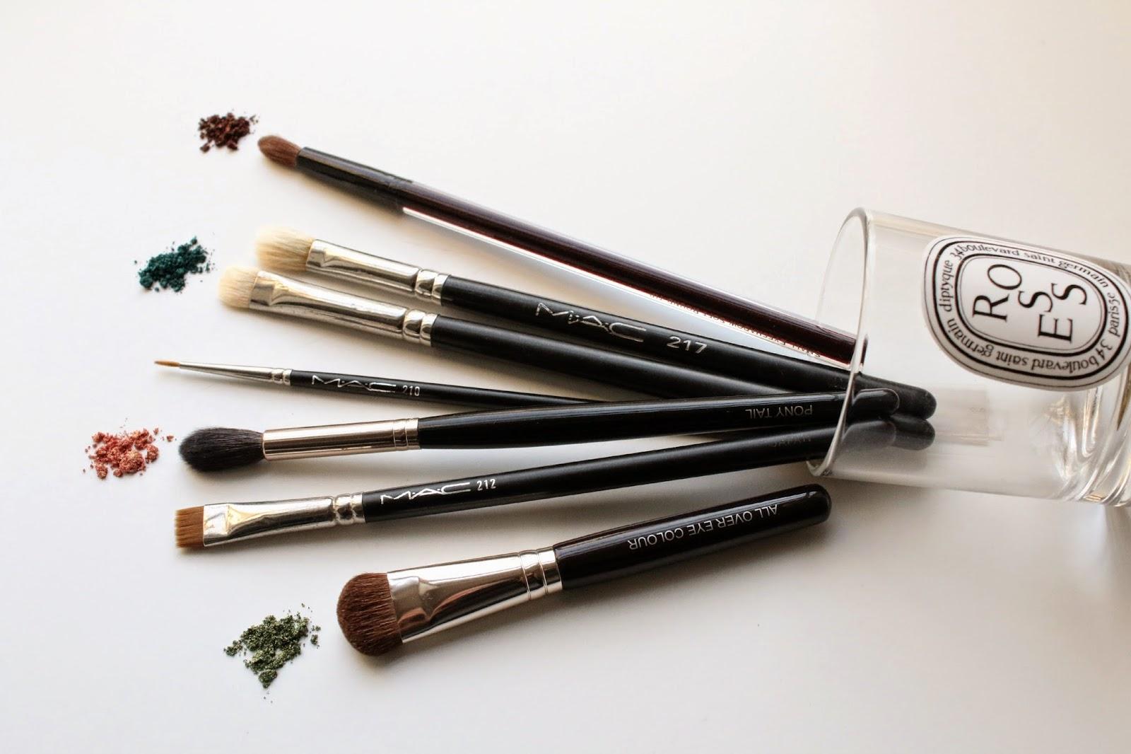 the best brushes for applying eye shadow